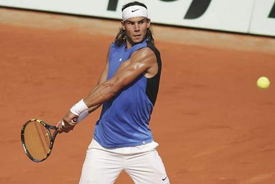 Học cách đánh tennis trái tay như vũ bão của Nadal